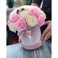 Букет в круглой шляпной коробке средней розовой